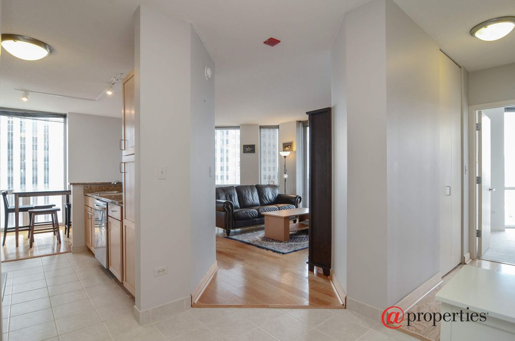 222 N Columbus Dr Apt 3902, Chicago, IL 60601
