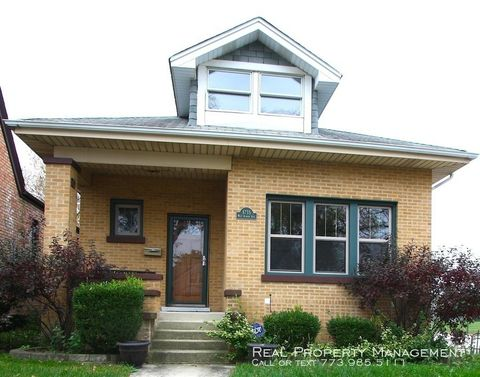 Photo of 6735 W Albion Ave, Chicago, IL 60631