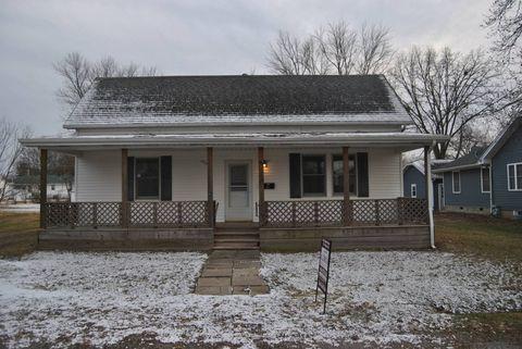 806 Cedar St, Marshall, IL 62441