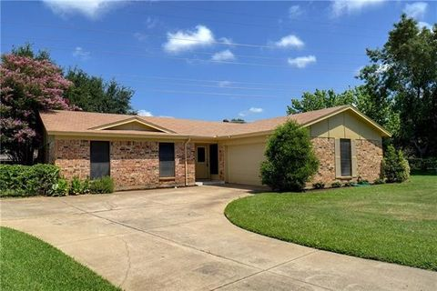 Photo of 5525 Topper Ct, North Richland Hills, TX 76180