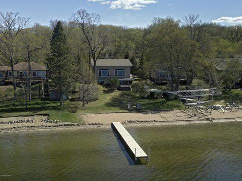 948 S Shore Dr, Detroit Lakes, MN 56501