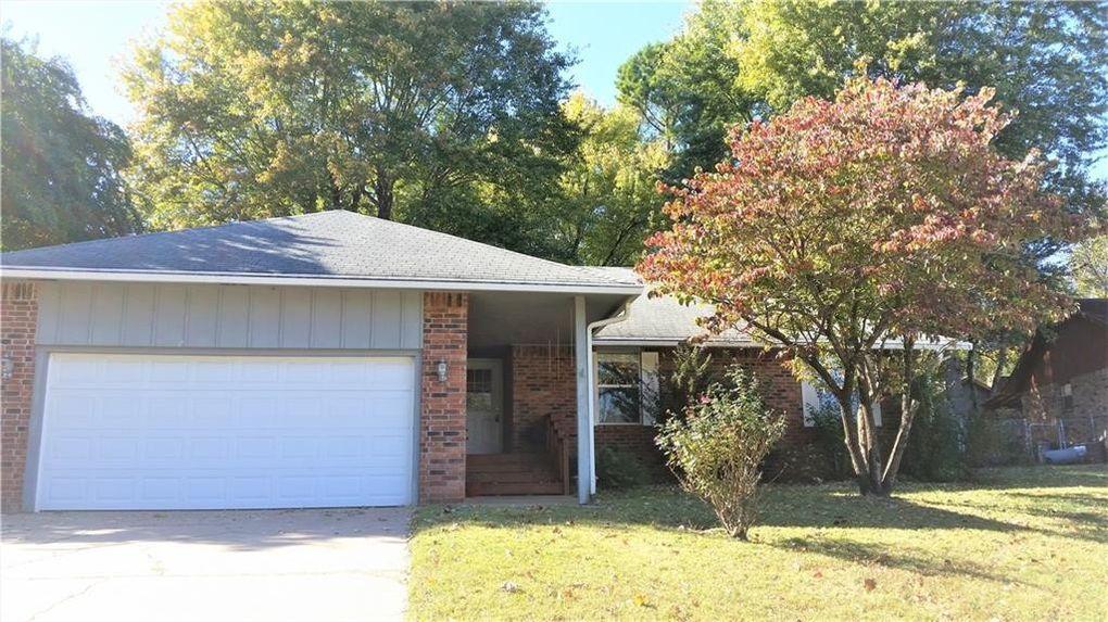 1857 N Choctaw Ct, Fayetteville, AR 72701