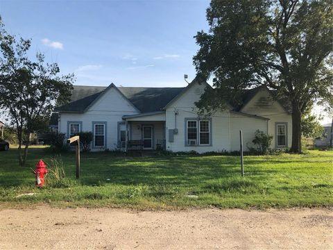 Photo of 401 E Falls Rd, Lott, TX 76656
