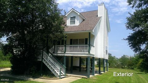 Photo of 143 Forest St, Pass Christian, MS 39571