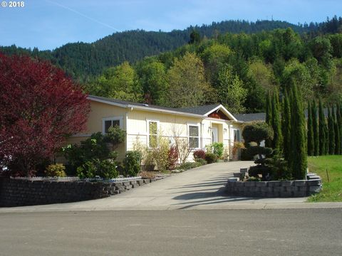 Photo of 237 Lucky Ridge Loop, Canyonville, OR 97417