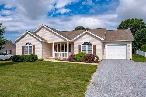 Photo of 32 Marwood Ln, Waynesboro, VA 22980