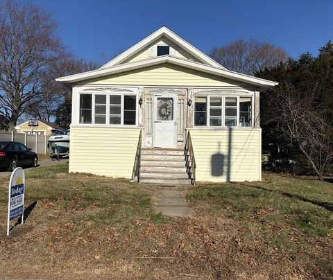 Photo of 190 Grandview Ave, Somerset, MA 02726
