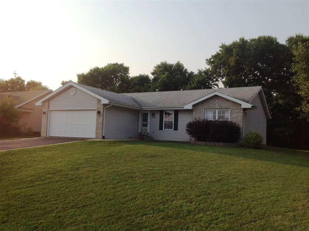 5645 Pierce Ln, South Beloit, IL 61080