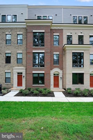 Photo of 520 Harborview Dr, Oxon Hill, MD 20745