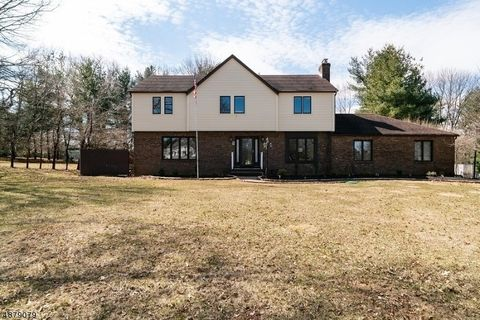 Photo of 24 Horseshoe Dr, Raritan, NJ 08822