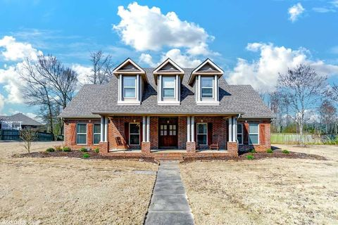 Photo of 335 Wellesley Dr, Conway, AR 72034