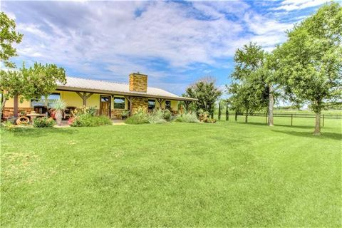 Photo of 149 Valley View Ln, Weatherford, TX 76087