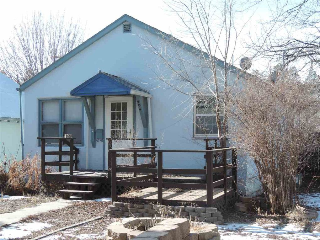 404 S 6th St, Hot Springs, SD 57747