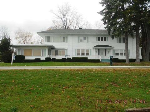 2740 River Rd, Marysville, MI 48040