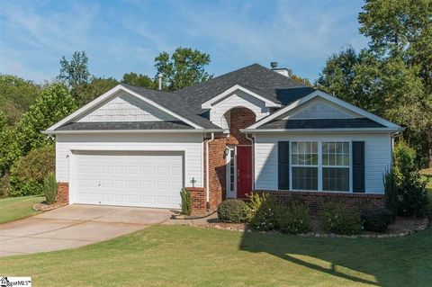 Photo of 6 Coulter St, Greer, SC 29650