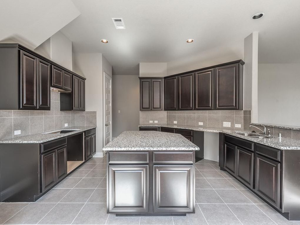 334 woodway dr league city tx 77573 for Kitchen cabinets 77573