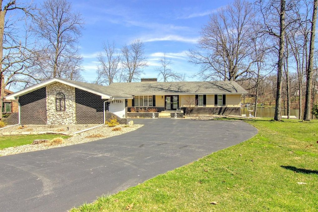 2426 Lakeshore Ct Crown Point In 46307 Realtor Com