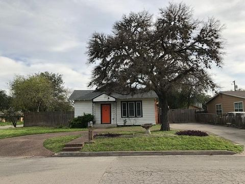 Photo of 803 W Henrietta Ave, Kingsville, TX 78363