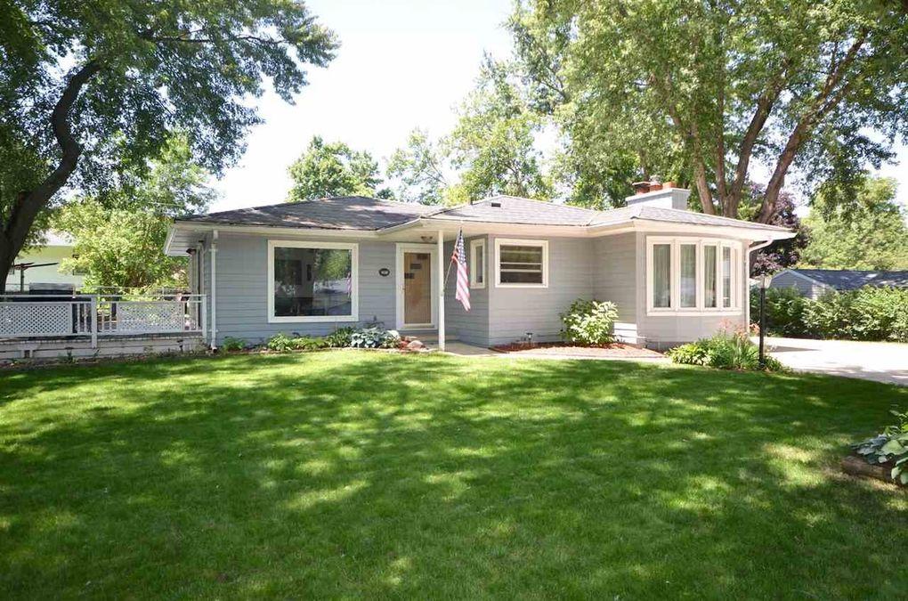 3811 Hillside Dr, Cedar Falls, IA 50613