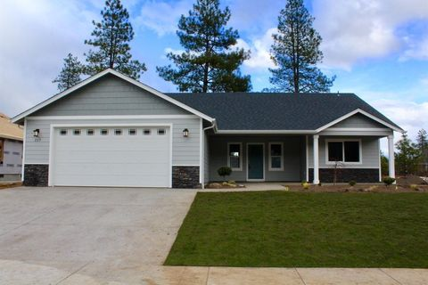 Photo of 243 Retirement Ln, Cave Junction, OR 97523