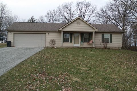 Photo of 127 Holiday Ln, Blanchester, OH 45107