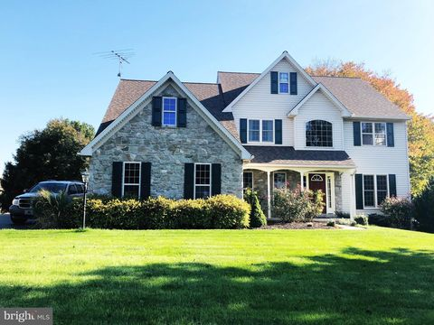 Photo of 7 Thornhill Ln, Willow Street, PA 17584