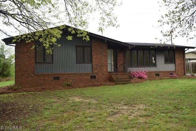 2604 Peace Haven Dr, Pleasant Garden, NC 27313