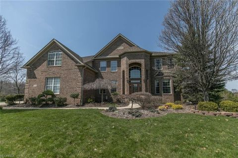 18006 Stony Point Dr, Strongsville, OH 44136