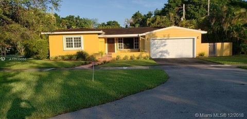 Photo of 4930 Riviera Dr, Coral Gables, FL 33146