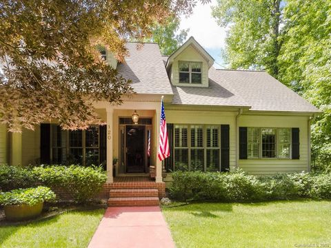 Photo of 120 Continental Dr, Flat Rock, NC 28731