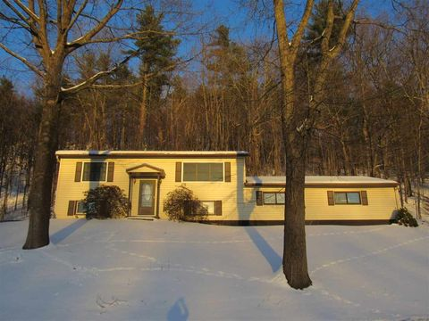 Photo of 755 Sand Rd, Colchester, VT 05446