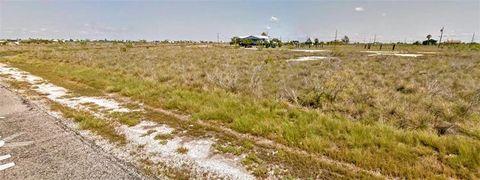 Photo of 607 W Shady Oak Ln, Rockport, TX 78382