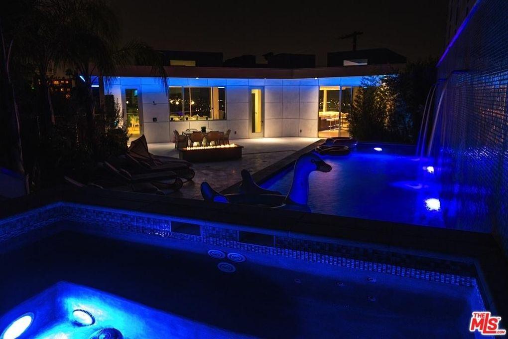 6447 Weidlake Dr, Los Angeles, CA 90068