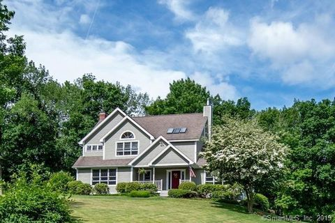 Photo of 79 Cady Ln, Woodstock, CT 06281