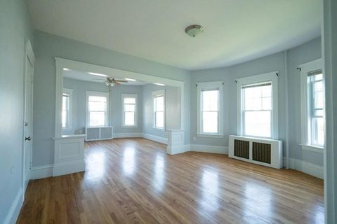 Photo of 422 Chandler St Unit 1, Worcester, MA 01602