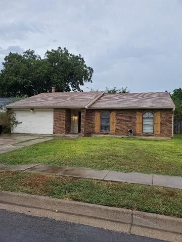 6925 Glendale Dr, North Richland Hills, TX 76182