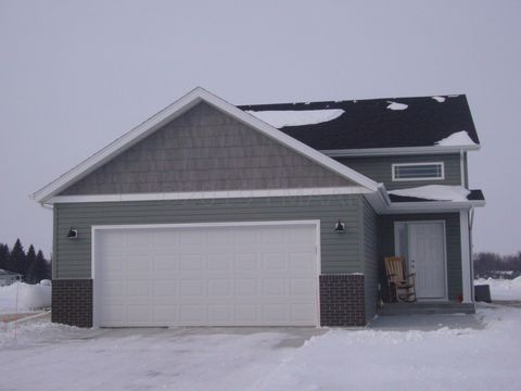 Photo of 722 Riverwood Dr, Mayville, ND 58257