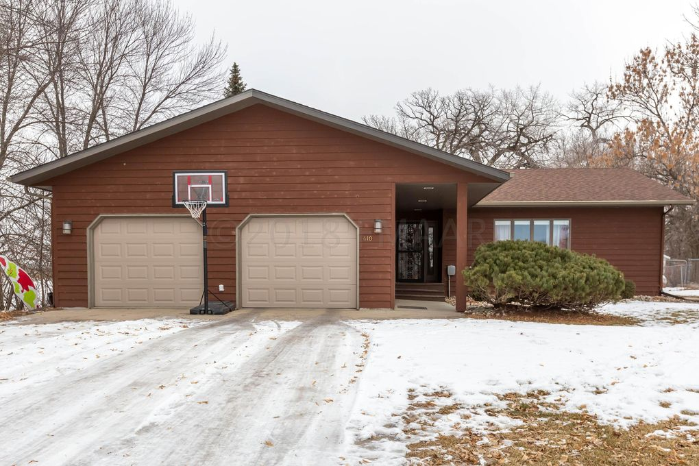 610 Woodlawn Dr, Kindred, ND 58051
