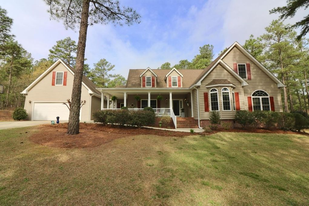455 Midlothian Dr, Southern Pines, NC 28387