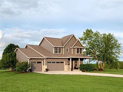 Photo of 2206 Holliwell Valley Ct, Winterset, IA 50273
