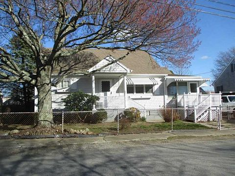 62 Leahy Ave, Somerset, MA 02725
