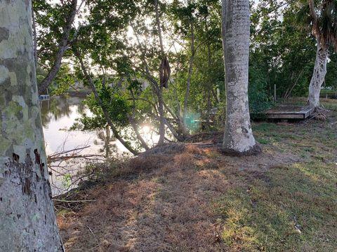 8 Pelican Dr, Everglades City, FL 34139