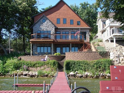 5616 Lakeview Dr, Clear Lake, IA 50428
