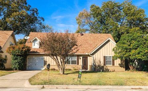 513 Chisholm Trl, Denton, TX 76209
