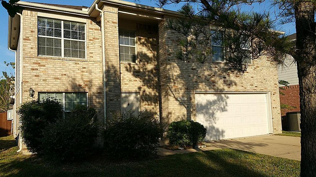 7811 Holly Berry Ct, Cypress, TX 77433