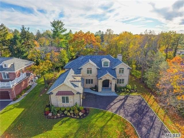 90 Percheron Ln, Roslyn Heights, NY 11577