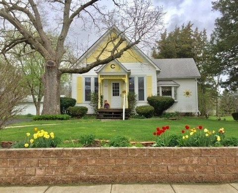 Photo of 240 W Main St, Lowell, IN 46356