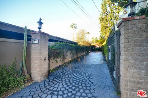 Photo of 2739 Cardwell Pl, Los Angeles, CA 90046