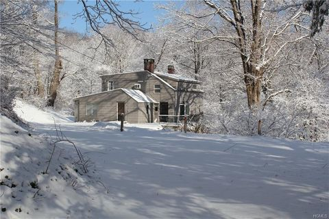 Photo of 413 Reservoir Rd, Pawling, NY 12564