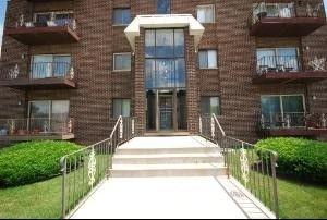 10424 Central Ave Apt 4NW Oak Lawn, IL 60453